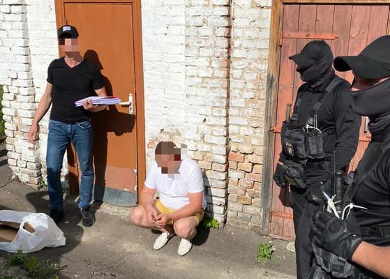 Взял взятку ноутбуками: На Ровенщине задержали прокурора
