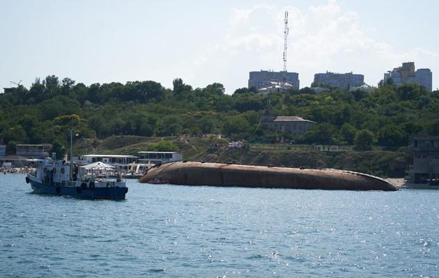 Мы импотентная власть: Зеленский возмутился из-за аварии танкера Delfi в Одессе