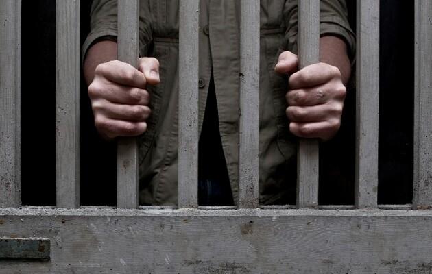 В Черниговском СИЗО несовершеннолетние избили надзирателя, забрали ключ и пытались сбежать