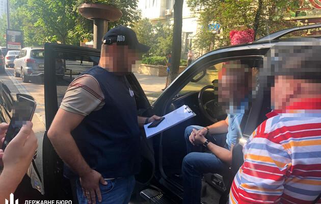 Обещал должность за 3000 долларов: Кадровик СБУ погорел на взятке