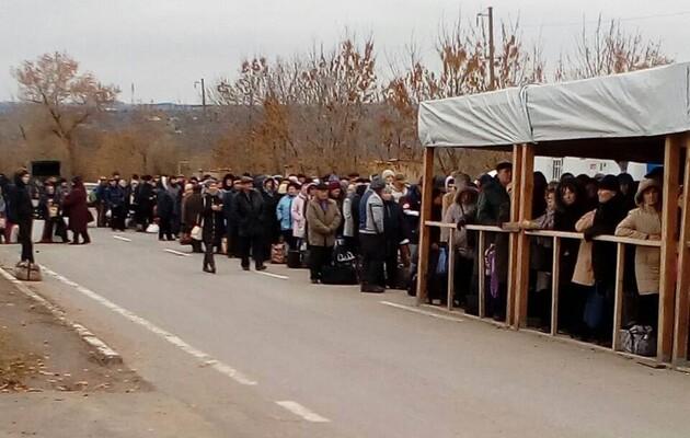 Половина украинцев поддерживает госпомощь жителям ОРДЛО – опрос