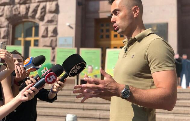 Фирсов обвинил Кличко в коррупции и провел акцию под КГГА