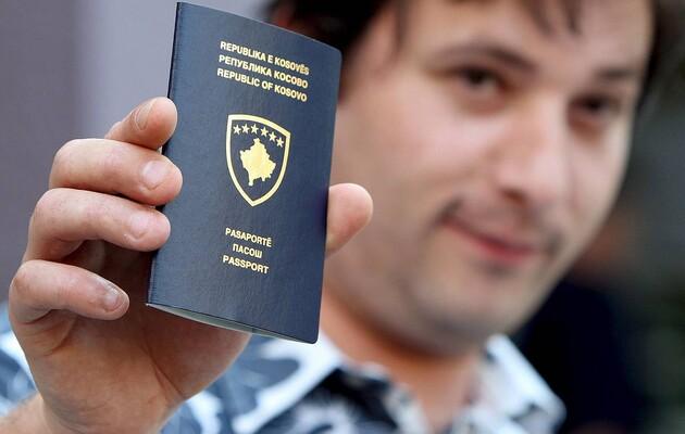 Украина начала признавать выданные в Косово паспорта