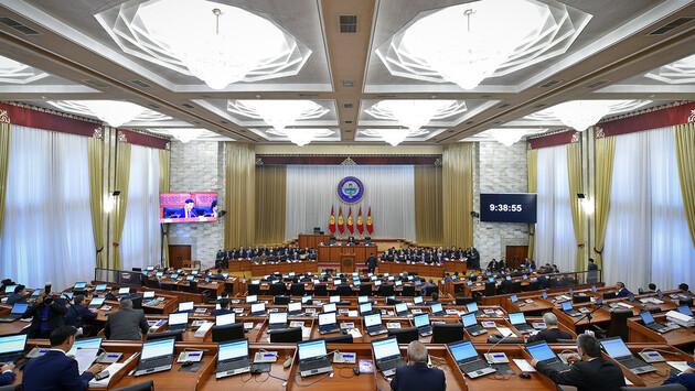 Повторные выборы в парламент Кыргызстана пройдут 20 декабря.