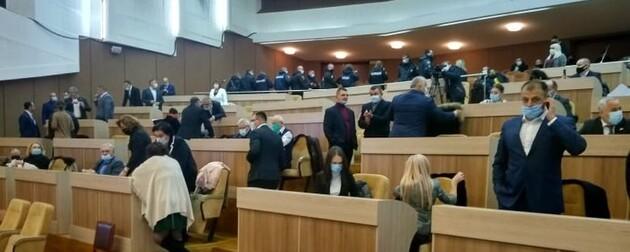 На первой сессии Сумской облрады «Слуга народа», «ОПЗЖ» и «Наш край» голосовали синхронно
