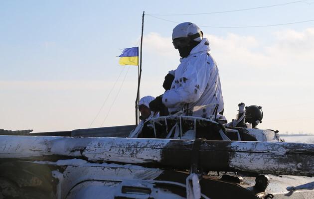 Украинские бойцы на броне отработали отражение вражеской атаки: фоторепортаж