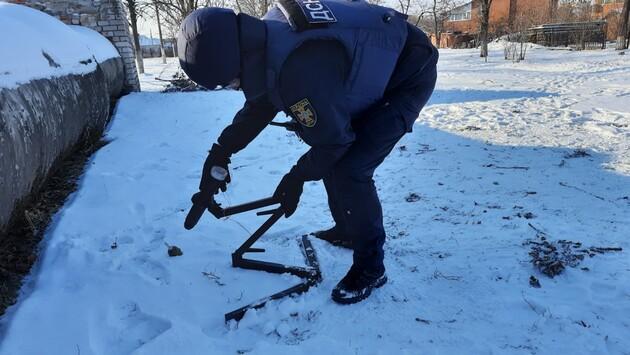 Украинские саперы обезвредили почти 400 снарядов и мин в зоне ООС за неделю: фоторепортаж
