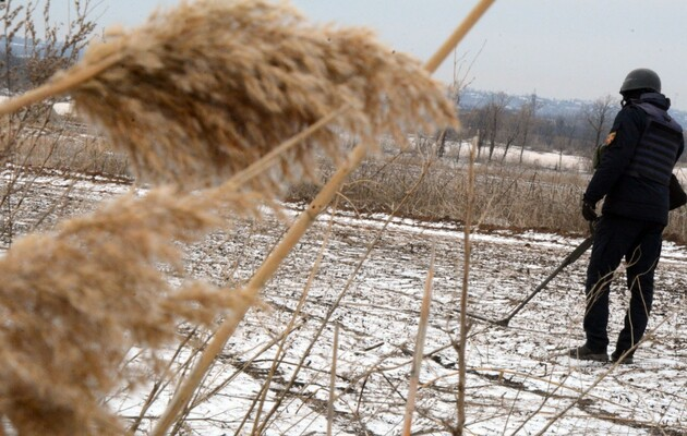 Украинские саперы обезвредили более 600 мин и снарядов в зоне ООС за неделю: фоторепортаж
