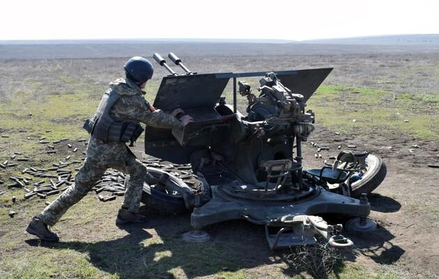 Боевики в Донбассе обстреляли бойцов ООС с крупнокалиберных пулеметов и гранатометов