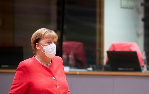 Меркель не согласилась с предложением Папы Римского отменить патенты на вакцины от коронавируса
