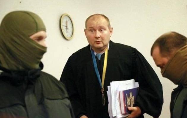 Адвокат Чауса утверждает, что общался с подзащитным, экс-судья «находится под защитой СБУ»