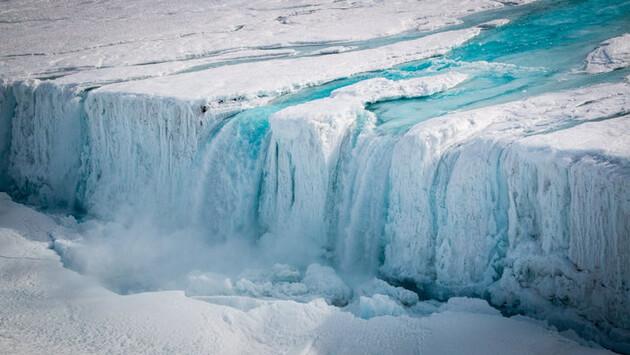 Аномальная жара привела к ускорению таяния ледников Гренландии
