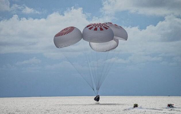 Первая гражданская миссия SpaceX вернулась на Землю