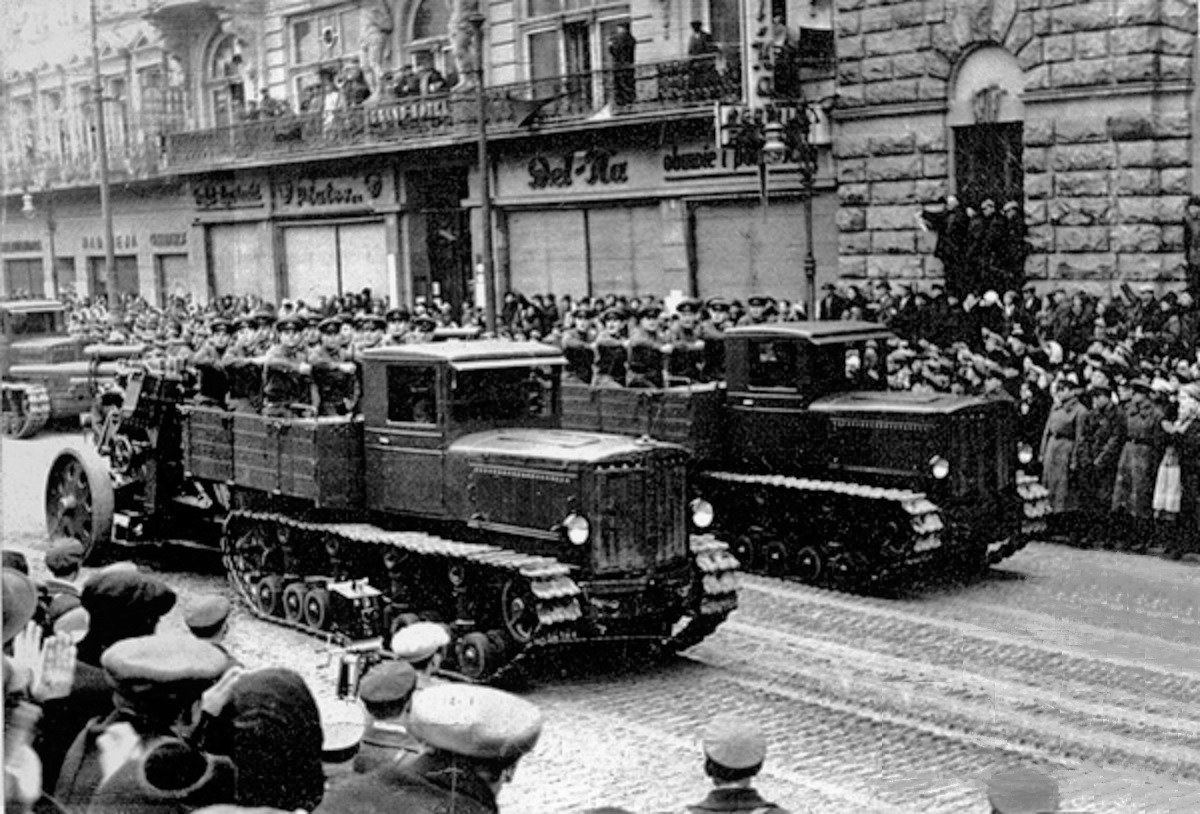 Советская тяжелая артиллерия на улицах Львова. После 21 сентября 1939 г.