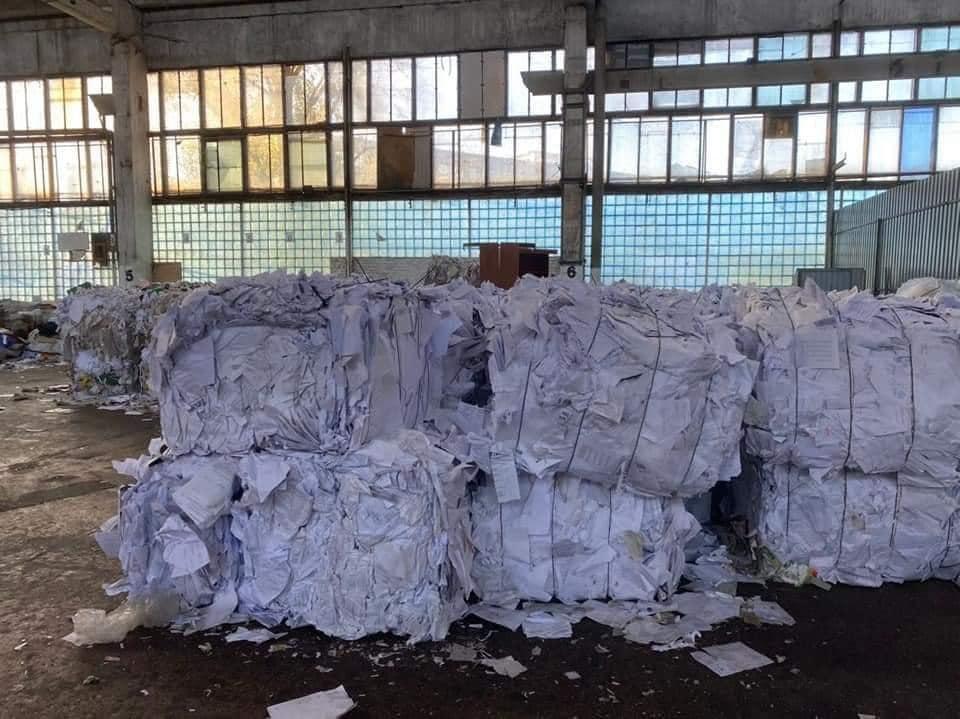Тисячі бюлетенів з «опитування» Зеленського «утилізували», викинувши на смітник