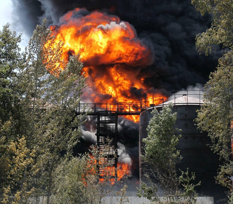 Нелегальное производство бензина на Васильковской нефтебазе привело к крупнейшему пожару, последствия которого ощутили сотни тысяч человек