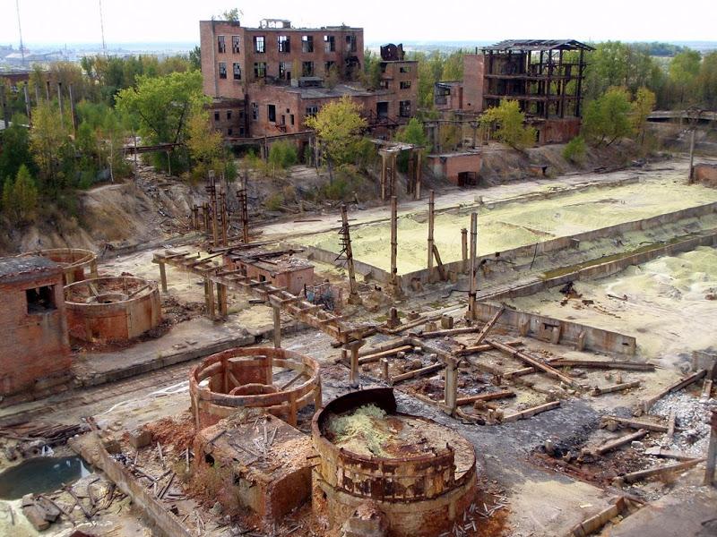 Фото-6 Типова картина руйнування промислового гіганту. Новий Розділ.