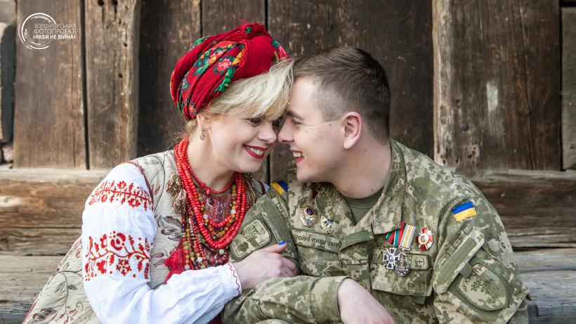 Оксана Ягельская и ее сын Дмитрий Ягельский (ранен 22 мая 2014 года возле села Рубежное)