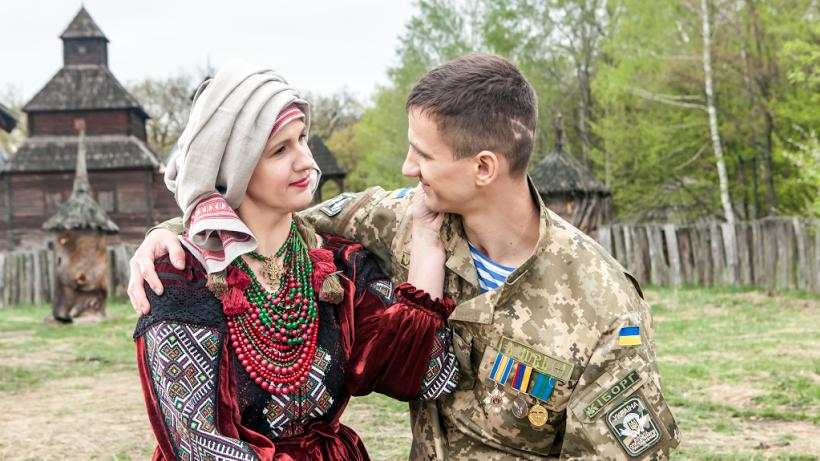 Ирина Пасечник-Петренко и ее сын Василий Петренко (был ранен 15 июля 2014 года возле Изварино)