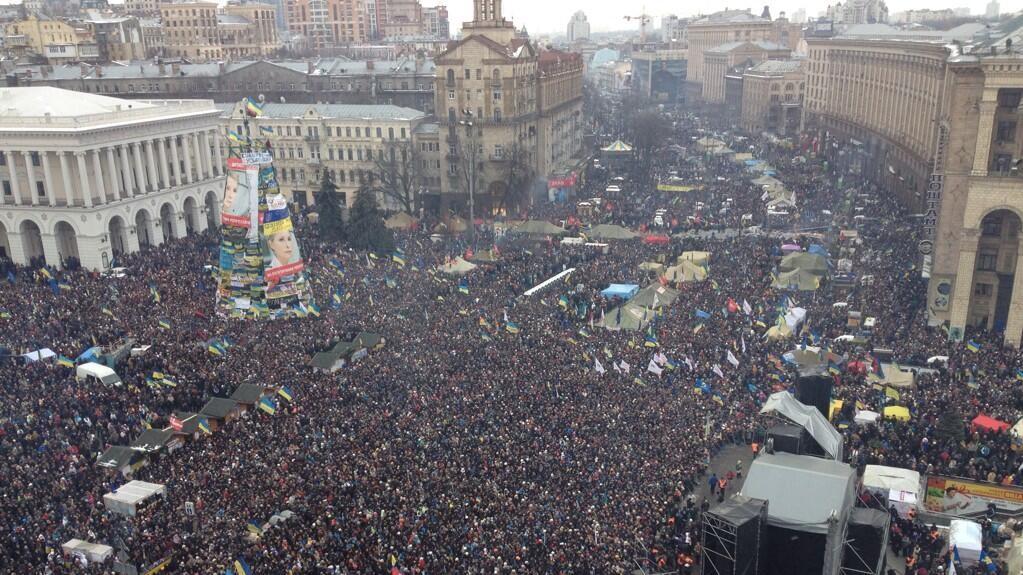 На Майдане собрались 400 тыс. человек, милиция насчитала 20 тысяч